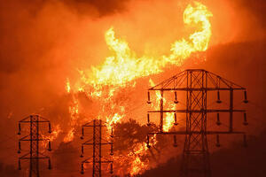 California-Wildfires-Power-Outages